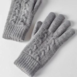 URBAN OUTFITTERS PLUSH CABLE KNIT GLOVES